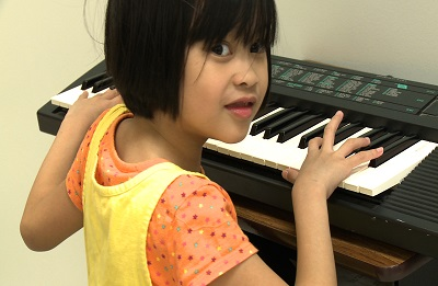 Picture of a child at an electronic piano